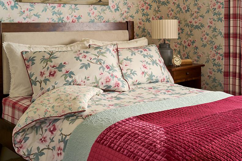 laura ashley wallpaper Rosamond pale cranberry